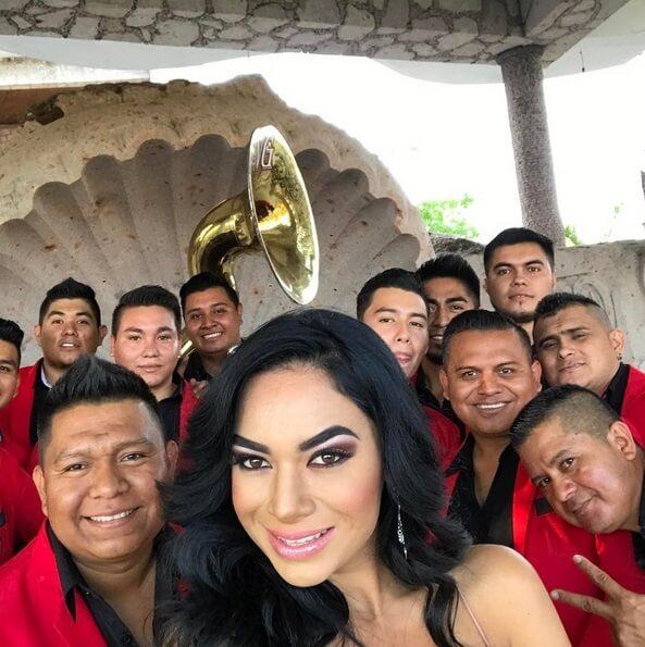 Zarelea figueroa hija de joan sebastian prepara su disco for Noticias dela farandula argentina